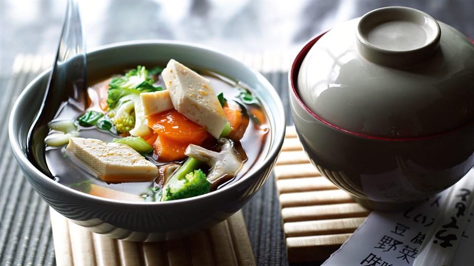 Przepis na zupę miso z warzywami i tofu