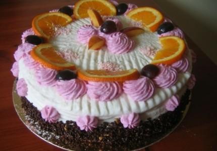 Tort z bitą śmietaną i miksem owocowym