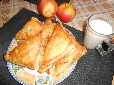 Słodkie trójkąty jabłkowe