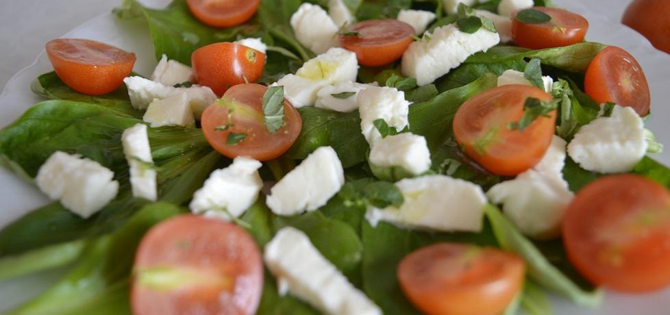 Sałatka z roszponką, mozzarellą i pomidorkami koktajlowymi (autor ...