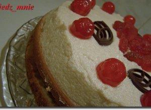 Tort z kremem i jabłkami  prosty przepis i składniki