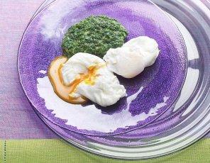 Jajka w koszulkach na szpinaku  prosty przepis i składniki