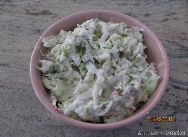 Surówka z kapusty pekińskiej z rzodkiewka i ogórkiem