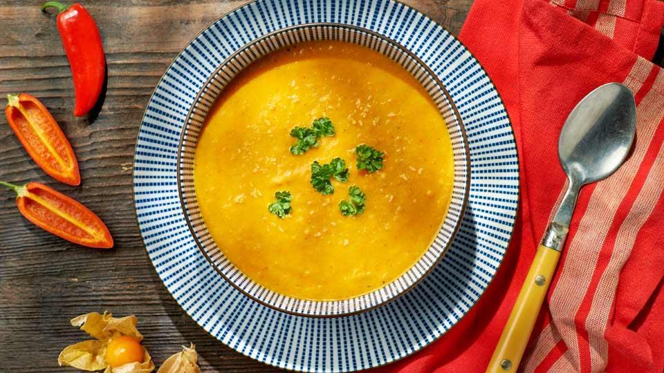 Kokosowa zupa curry z marchewką