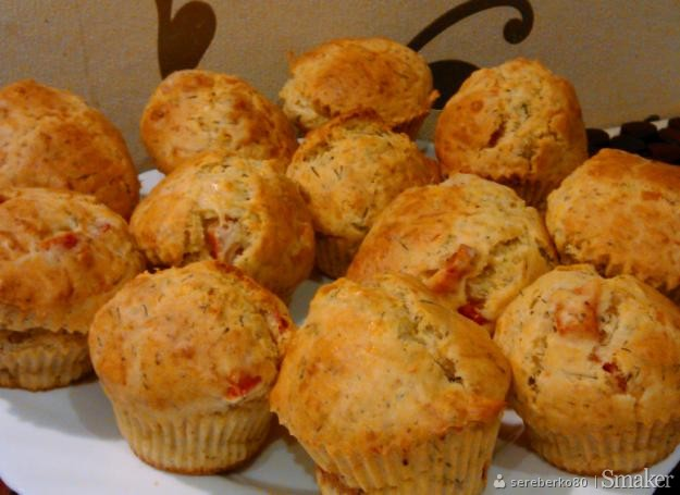 Wytrawne muffinki z papryką i koperkiem