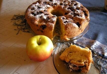 Pyszna babka z jabłkami i jeżynami :)