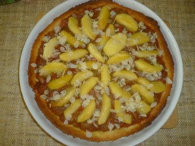 Migdałowa tarta z rabarbarem i jabłkami