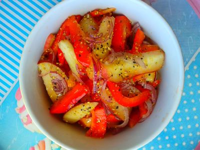 Sałatka z papryki i brzoskwini