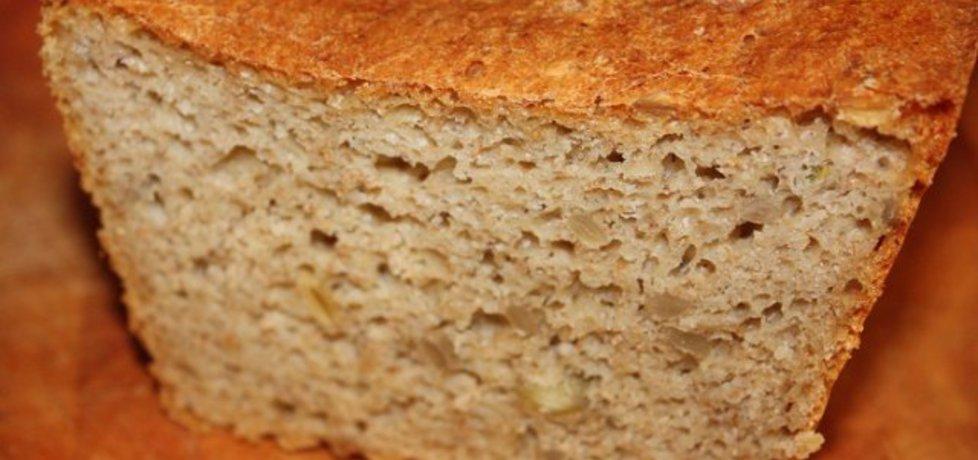 Łatwy, smaczny pszenny chleb z ziarnami (autor: vesenka ...