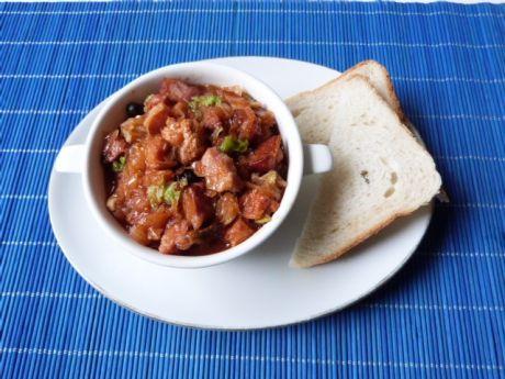 Przepis  bigos z mięsem i wędzonym boczkiem przepis