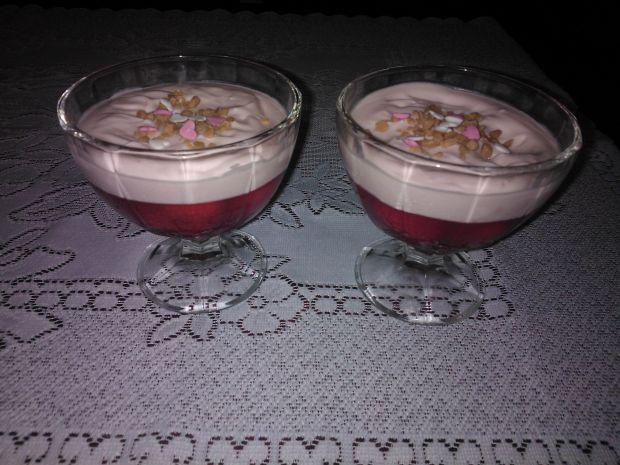 Przepis  deser z truskawkami w galaretce przepis