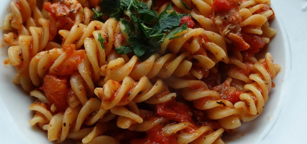 Makaron w sosie pomidorowym z szynką i serem (autor: internetowa ...