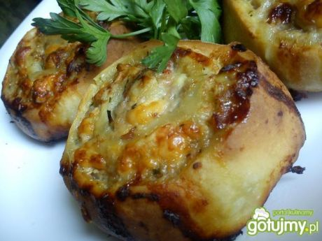 Przepis  drożdzowe ślimaki z mięsem i serem przepis