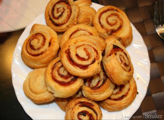 Ślimaczki z ciasta francuskiego z szynką parmeńską:)