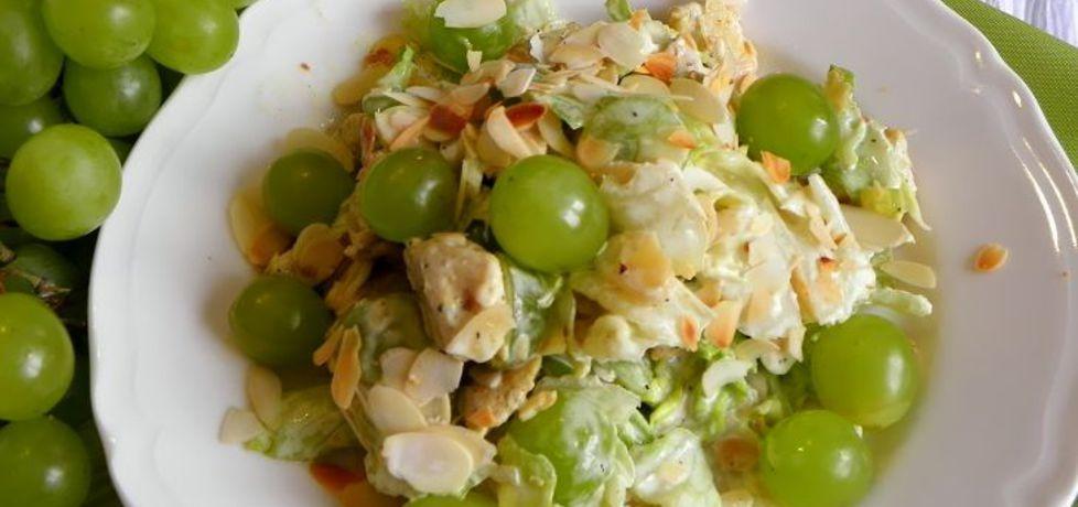 Świeża sałatka z kurczakiem, winogronem i migdałami (autor: lucja ...