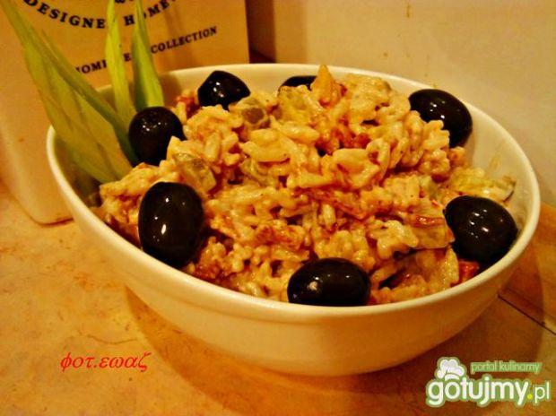 Przepis  sałatka ryżowa ze smażonym boczkiem przepis