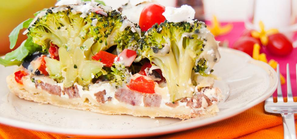 Tarta z brokułami, fetą, kiełbasą i papryką czerwoną (autor: agata