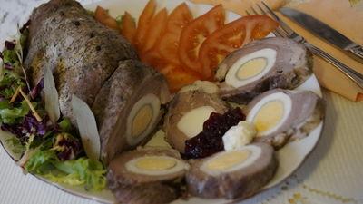 Rolada żeberkowa z jajkiem
