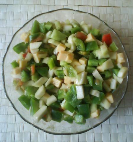 Przepis  sałatka z gruszek, papryki i sera przepis
