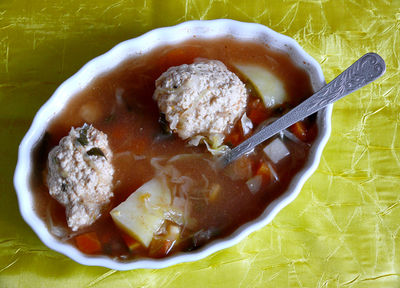 Zupa z kapusty z pulpetami