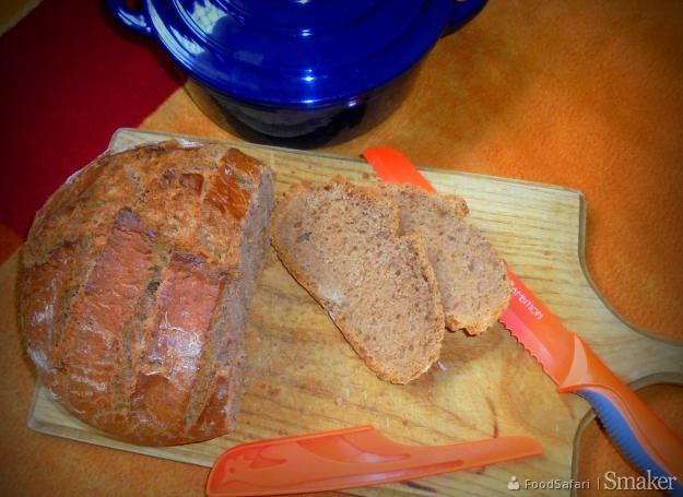 Chleb z mąki pełnoziarnistej pieczony w garnku