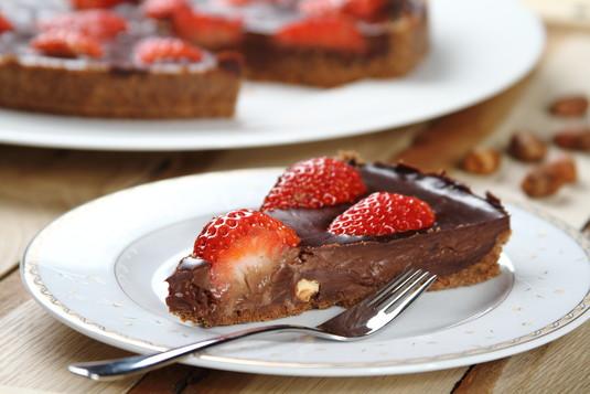 Tarta czekoladowa z truskawkami bez pieczenia