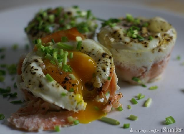 Jajka zapiekane z suszonymi pomidorami i łososiem!