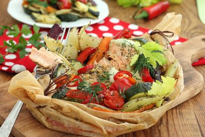 Łosoś cytrynowy z warzywami