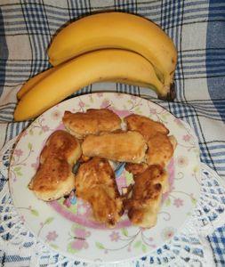 Banany w kokosowym cieście polane miodem
