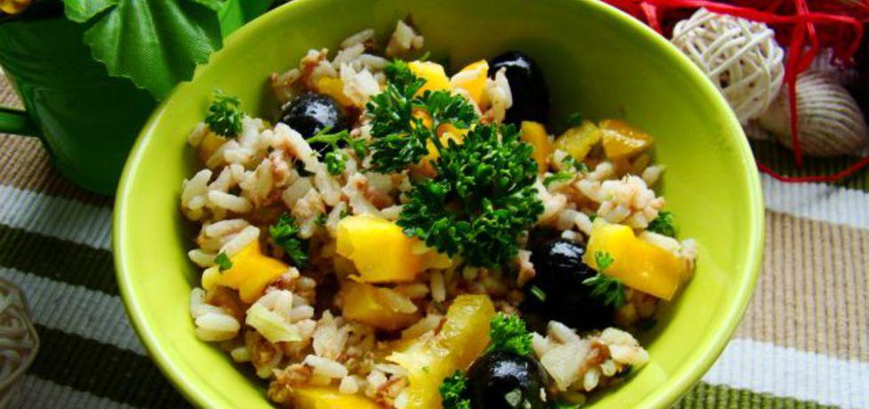 Sałatka ryżowa z tuńczykiem i oliwkami (autor: iwa643 ...