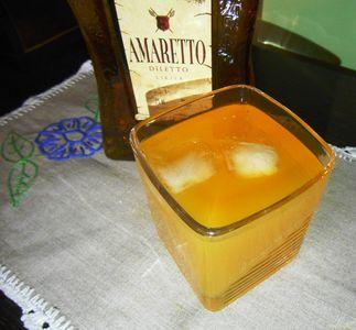 Pomarańczowy drink amaretto
