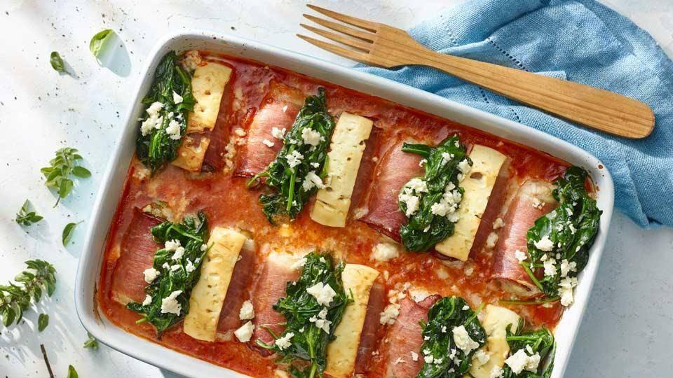 Roladki z mięsa mielonego z szynką, serem feta i szpinakiem w ...