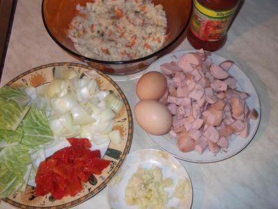 Ryż po chińsku z paróweczkami