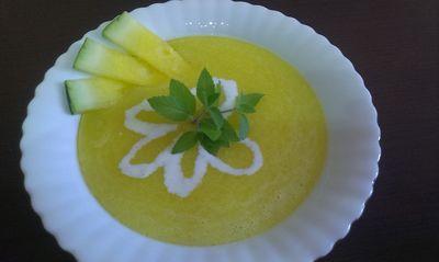 Chłodnik z żółtego arbuza z jogurtem i miętą
