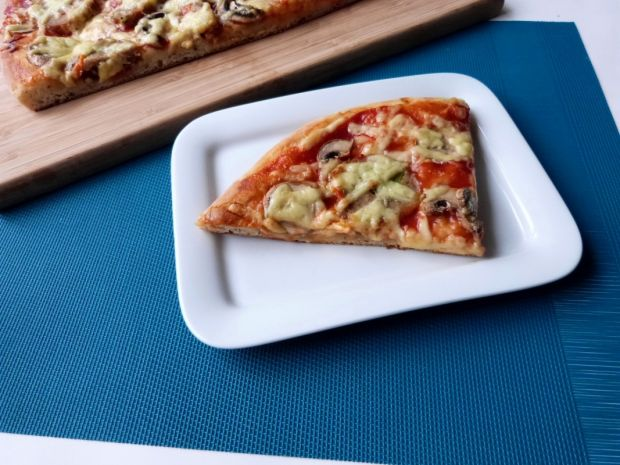 Przepis  pizza na wodzie mineralnej przepis
