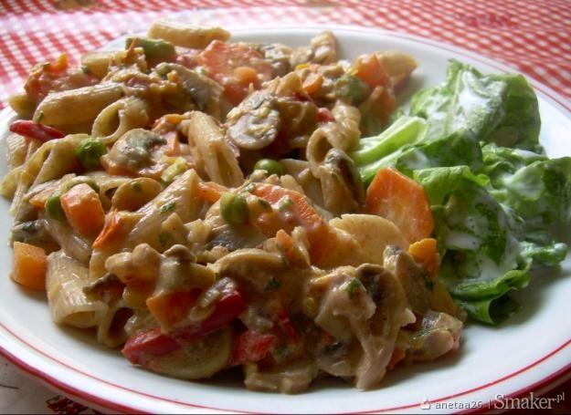 Makaron z warzywami i pieczarkami