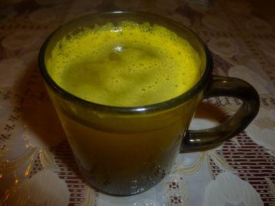 Rozgrzewająca zielona herbata z dodatkami