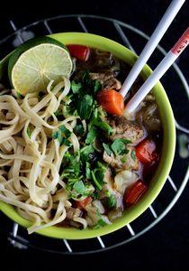 Cielęcina w słodkim sosie pieprzowym z chow mein ...