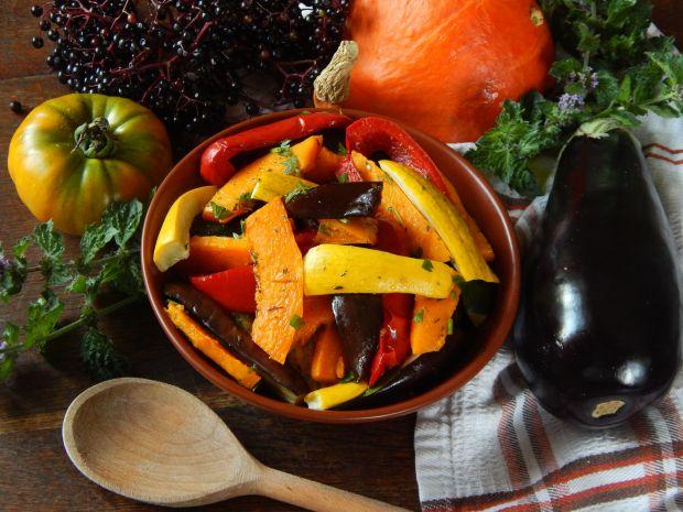 Przepis  jesienna sałatka z pieczonych warzyw przepis