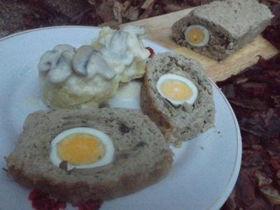 Klops z pieczarkami i jajkiem
