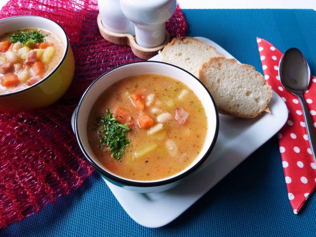 Przepis  zupa fasolowa na żeberkach przepis