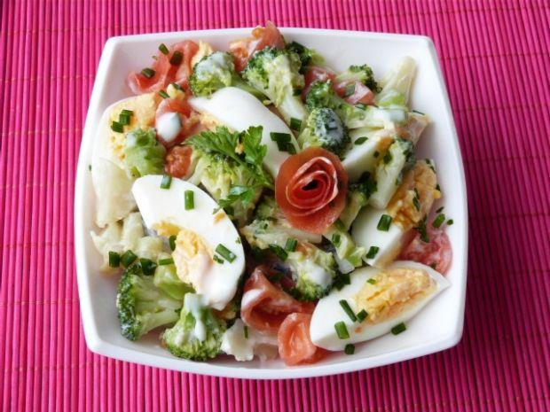 Przepis  sałatka z brokuła, pomidorów i jajek przepis