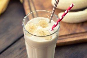 Mleczny koktajl bananowy  prosty przepis i składniki