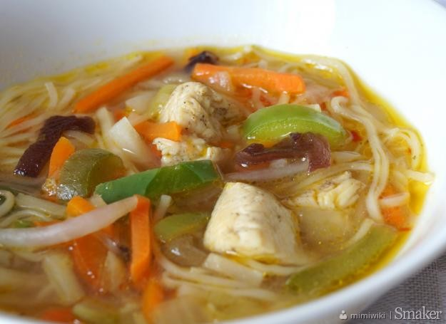 Słodko-pikantna chińska zupa z kurczakiem