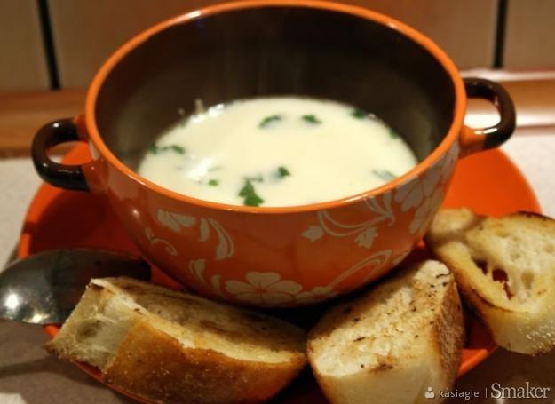 Zupa czosnkowa z grzankami