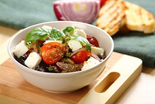 Sałatka oliwkowa z pomidorami i serem feta