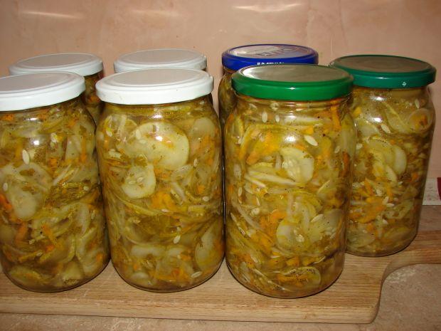 Przepis  sałatka z ogórków na zimę przepis