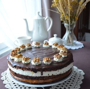 Tort orzechowo-śmietankowo