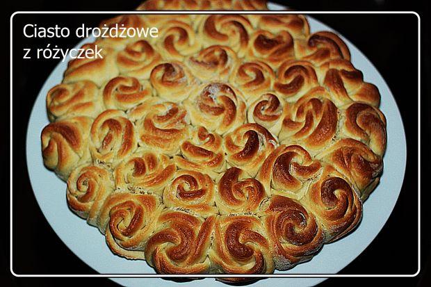 Przepis  ciasto drożdżowe z różyczek przepis