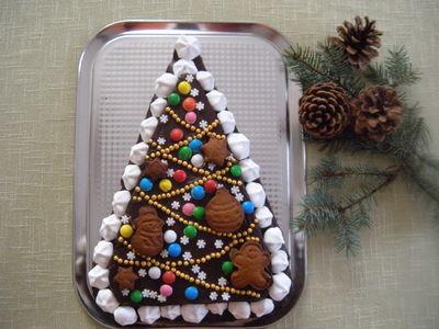 Piernik świąteczny przełożony powidłami